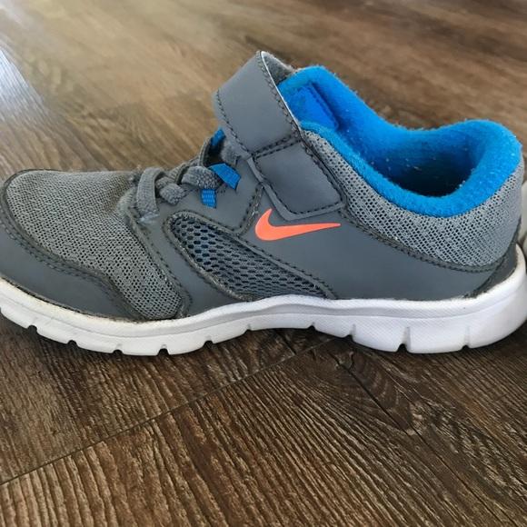Boy's Nike Shoes - 11.5C